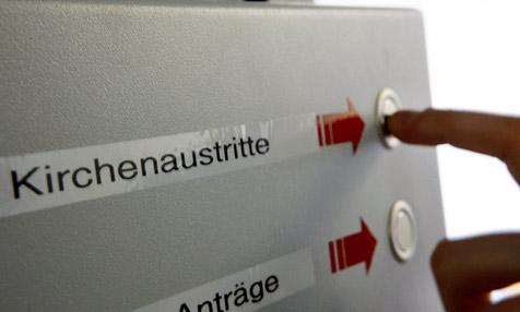 Zahl der Austritte 2010 um 49 Prozent gestiegen (Bild: dpa/A3250 Oliver Berg)