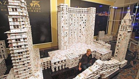34-Jähriger baut größtes Kartenhaus der Welt