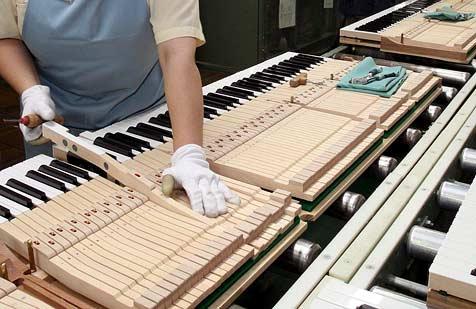 Pianist erfindet Klavier für Linkshänder