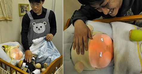 Baby-Roboter soll Japanern Lust aufs eigene Kind machen (Bild: AFP)