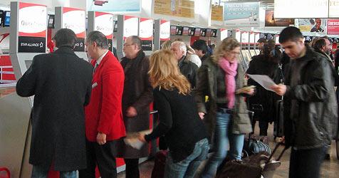 Computer-Panne legt Ticket-Geräte am Flughafen lahm (Bild: Gregor Brandl)