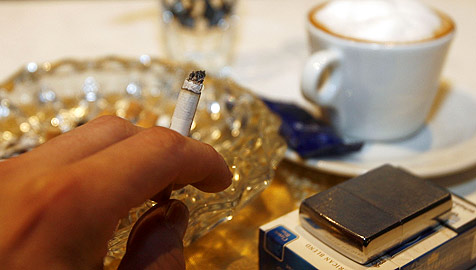 Dicke Luft - kommt Volksbegehren gegen Rauchen? (Bild: APA/Herbert P. Oczeret)