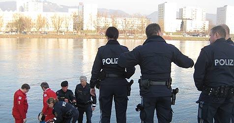 Linzer Polizisten retten lebensmüde Frau (Bild: Schmitt)