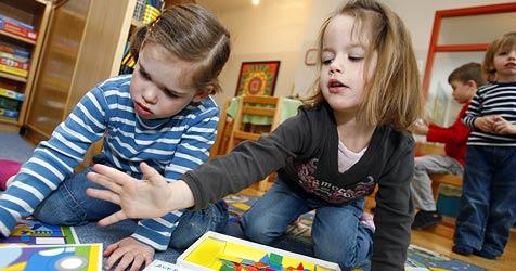 Das Aufbegehren in den Kindergärten weitet sich aus (Bild: APA/HARALD SCHNEIDER)