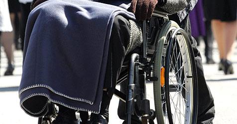 """Rollstuhlfahrer bei Schneefall oft in Haus """"gefangen"""" (Bild: APA/MARIO KNEISSL)"""