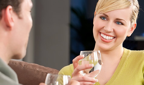 Erfolgsrezepte für ein gelungenes erstes Date (Bild: © 2010 Photos.com, a division of Getty Images)