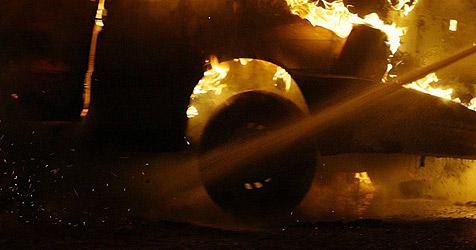 Schweden löschen mit Bier brennendes Auto statt Durst