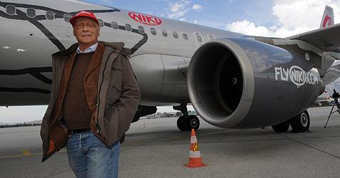 Niki Lauda fliegt ohne Probleme von Wien nach Salzburg (Bild: APA/BARBARA GINDL)