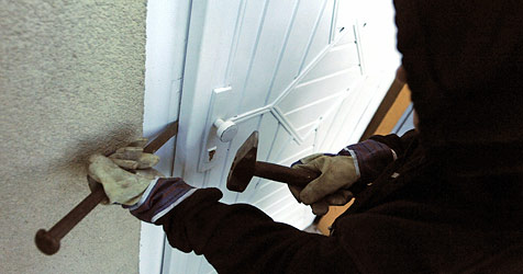 Einbrecher erbeuten 120.000 € aus Wohnhaus (Bild: APA/HERBERT PFARRHOFER)