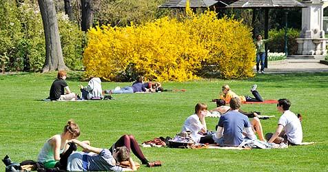 Der April klingt sommerlich aus, aber es wird kälter (Bild: APA/HERBERT NEUBAUER)