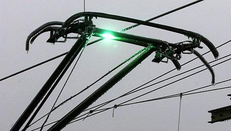 Arbeiter gerät in 15.000-Volt-Leitung - schwer verletzt