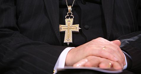 Bald nur noch 17 statt 27  Priester für die Stadt (Bild: dpa/dpa-Zentralbild/Z1018 Ralf Hirschberger)