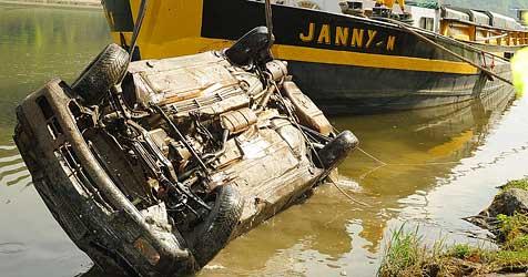 Auto mit Leiche bei Ybbs in der Donau entdeckt (Bild: Franz Crepaz)