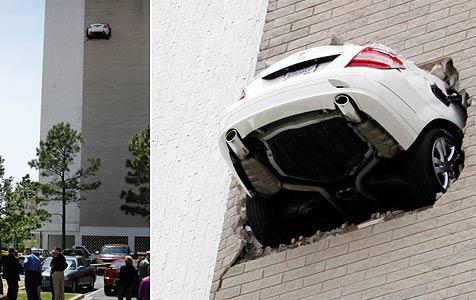 Mercedes hängt nach Park-Panne in 20 Metern Höhe fest