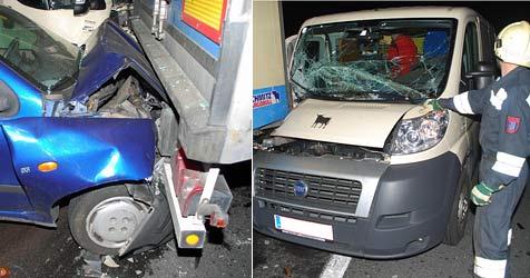 Zwei Menschen  bei Crash auf der A2 verletzt (Bild: Einsatzdoku.at)
