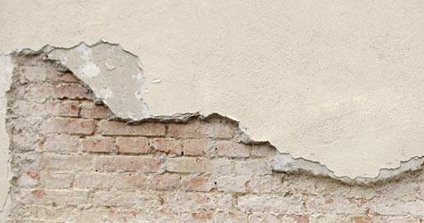 3-Quadratmeter-Fassadenteil fällt auf Ursulinenplatz (Bild: APA/BARBARA GINDL)