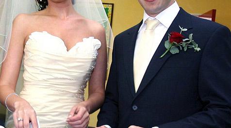 10. 10. 2010 – Brautpaare stürmen die Standesämter (Bild: EPA (Symbolbild))