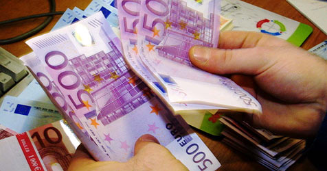 Mit Versprechen auf sehr hohe Zinsen 55.000 € ergaunert