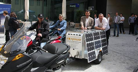 Vectrix with solar trailer