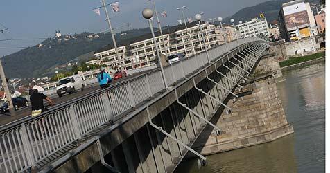 Nibelungenbrücke soll um 1,60 Meter verbreitert werden (Bild: Chris Koller)