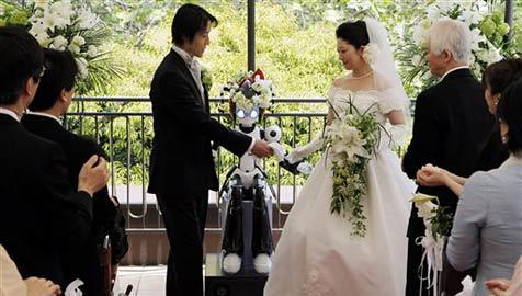 "Roboter ""I-Fairy"" vermählt japanisches Paar"