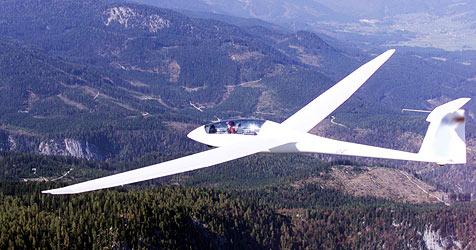 Segelflieger muss bei Unterach auf Wiese notlanden (Bild: Klemens Groh)