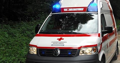 56-Jähriger verreißt Lenkrad - sechs Menschen verletzt (Bild: Kerschi)