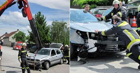 Zwei ältere Lenker sorgen für zwei ähnliche Unfälle (Bild: Einsatzdoku.at)