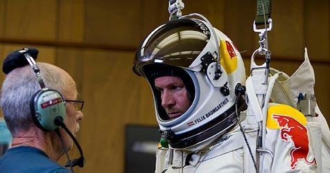 Felix Baumgartner trainiert für seinen Weltrekord-Sprung (Bild: François Portmann/Red Bull)