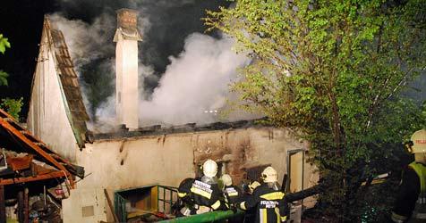 Haus im Bezirk Wr. Neustadt brennt vollständig nieder (Bild: Einsatzdoku.at)
