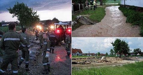 Damm in Mold fast gebrochen - 600 Florianis im Einsatz (Bild: FF Mold)