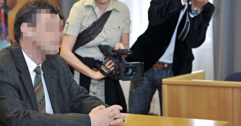Pfarrer wegen Kinderpornos zu 8 Monaten verurteilt (Bild: APA/HERBERT NEUBAUER)