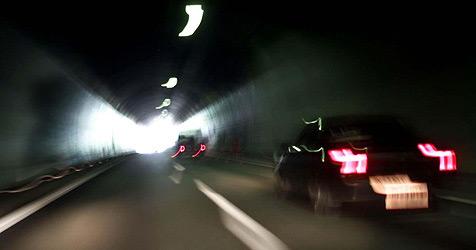 Zwei Biker bei Unfällen in Tunnel schwer verletzt (Bild: APA/Großruck Bernhard)