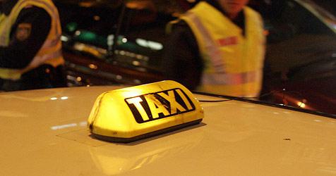 Paar bedroht mit Pistolen Taxifahrer  in Innsbruck (Bild: Andi Schiel)