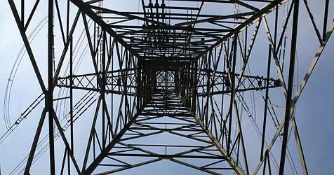 Erster Teil der 380-kV-Leitung geht im Jänner in Betrieb (Bild: Sepp Pail)
