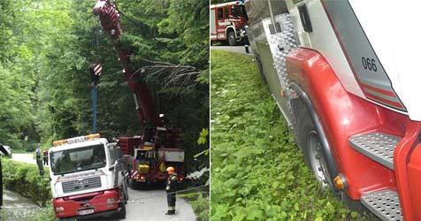 Milchtankwagen  im Mostviertel beinahe in Bach gestürzt (Bild: FF Wirts)