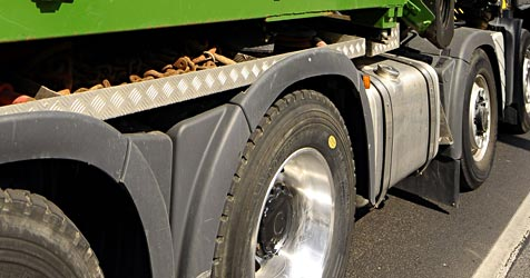 Diebe in Leonding transportieren Beute im Laster ab (Bild: APA/BARBARA GINDL)
