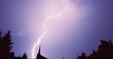 Blitzschlag verletzt vier Jugendliche in Eberstalzell (Bild: Kronen Zeitung)