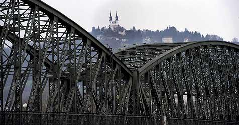 Resolution zur Erhaltung der Linzer Eisenbahnbrücke (Bild: Chris Koller)