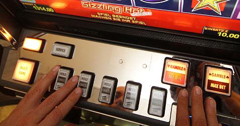 Erste Razzia gegen Betreiber illegaler Automaten (Bild: APA/GEORG HOCHMUTH)