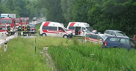 Pensionistin bei Crash in Krenglbach getötet (Bild: FF Wallern)