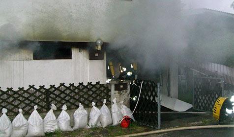 Frau im Rollstuhl stirbt bei Brand bei St. Pölten (Bild: FF Klosterneuburg)