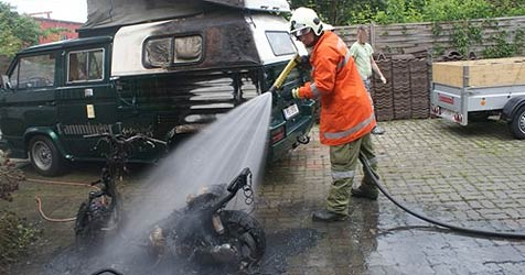 Moped geht im Bezirk Perg in Flammen auf (Bild: FF Perg)