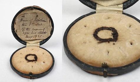 Locke Napoleons für 10.800 Euro unterm Hammer (Bild: Art and Object)