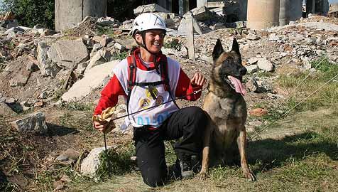 Salzburgerin holt Goldmedaille bei Rettungshunde-WM (Bild: APA/IRO - INTERNATIONALE RETTUNGSHUNDE ORGANISATION)