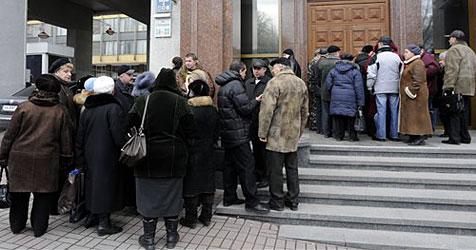 Schlangestehen in der Ukraine als neuer Beruf