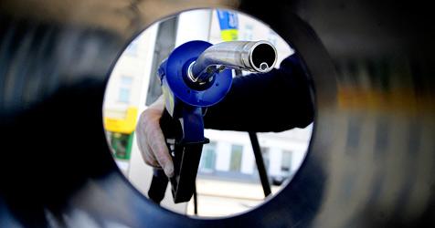 Diesel-Diebe zapfen Tanks von Baumaschinen ab (Bild: APA/ROLAND SCHLAGER)