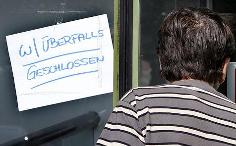 Als Wolf maskierter Bankräuber nach Überfall geschnappt (Bild: APA/ROBERT JAEGER)