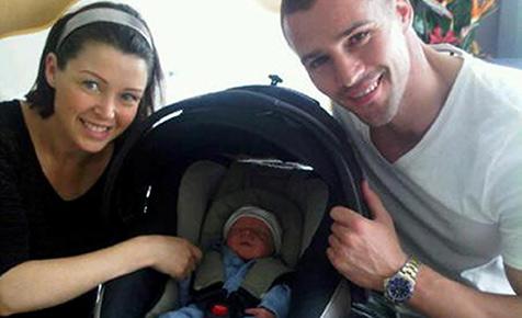 Kylies Schwester Dannii zeigt der Welt ihr Baby