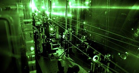 Laserlicht soll Daten vor Hackern sicher übertragen (Bild: PSI/A. Antognini und F. Reiser)